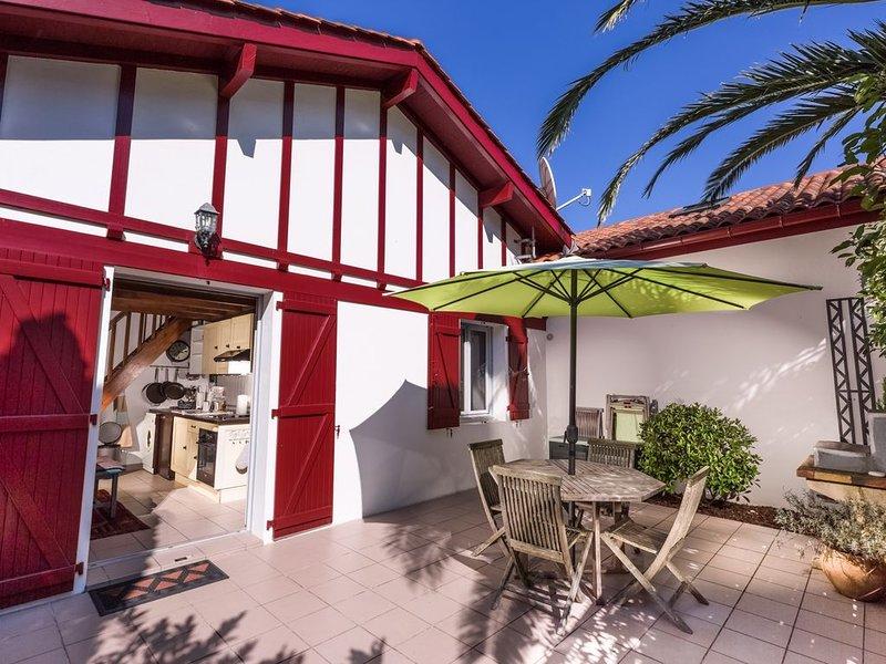 Charmante maison de vacances avec terrasse ensoleillée au calme, location de vacances à Bidart