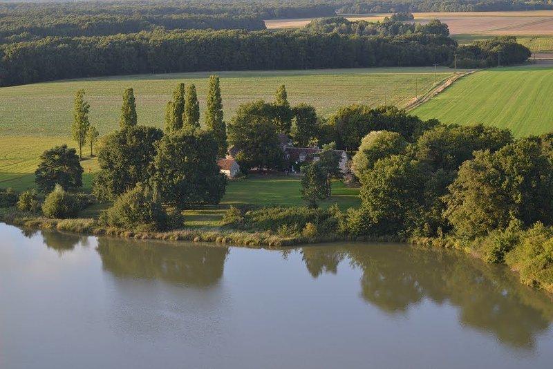 Maison de campagne avec piscine chauffée - Vallée de la Loire proche zoo Beauval, vacation rental in Pontlevoy