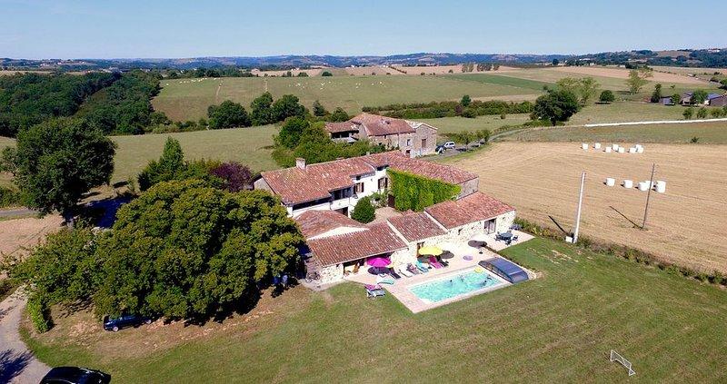 grand corps de Ferme  avec piscine chauffée pour 14 pesonnes en exclusivitée, holiday rental in Montirat