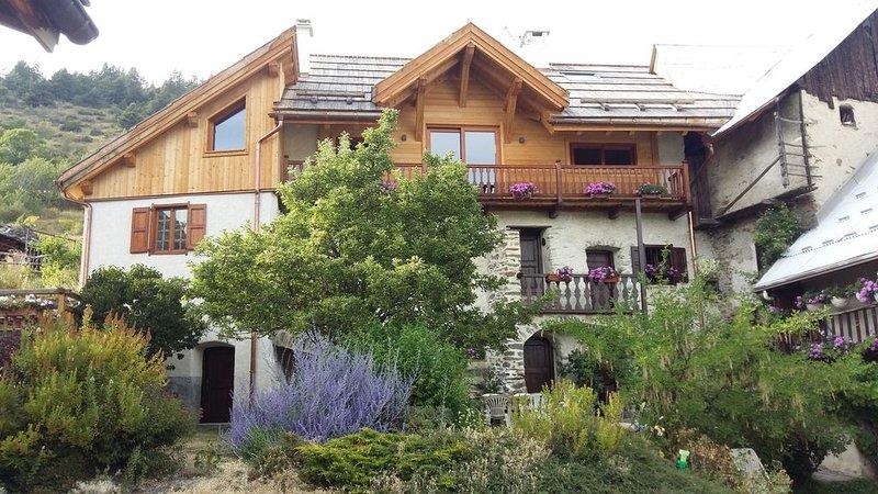 Maison de charme et de caractère, location de vacances à Saint-Martin-de-Queyrieres