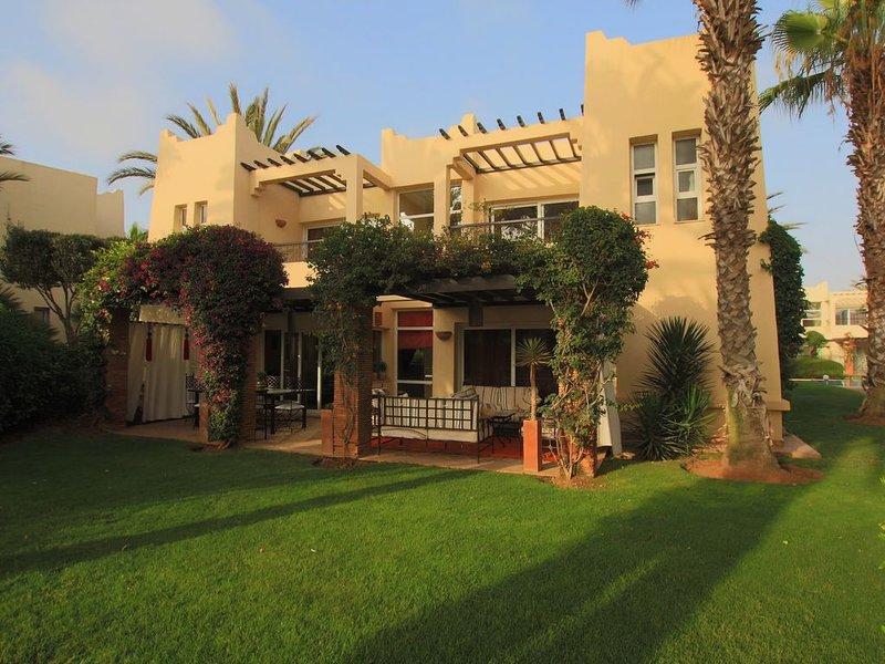 Villa Luxueuse avec personnel et vue directe Sur Le Golf Du Soleil, alquiler de vacaciones en Ait Melloul
