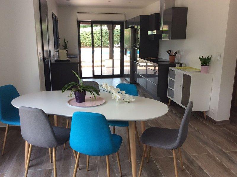 Villa climatisée avec piscine dans quartier résidentiel calme. Jardin arboré., holiday rental in Speracedes