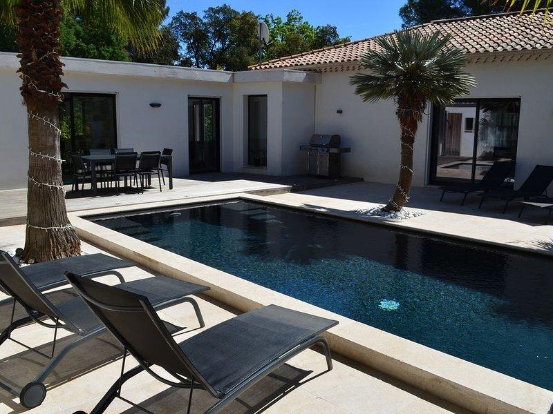 SUPERBE VILLA 10 PERSONNES CAVALAIRE SUR MER / PROCHE ST TROPEZ, holiday rental in Cavalaire-Sur-Mer