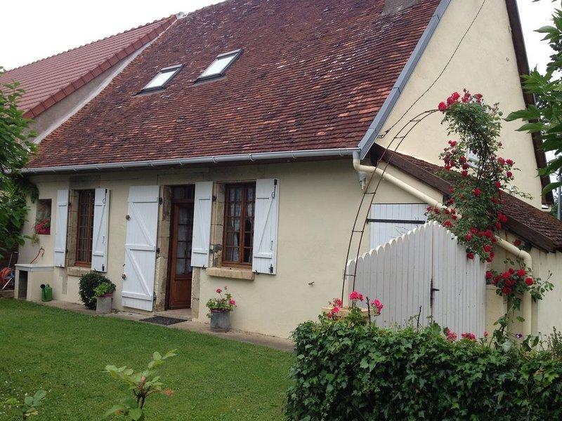 Jolie maison de campagne à Raveau ,proximité La Charité /Loire, holiday rental in Jouet sur l'Aubois