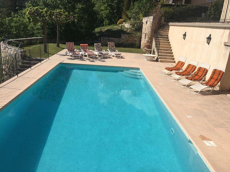 Grande et Magnifique  propriété avec piscine chauffée au calme/lac/mer/golf, Ferienwohnung in Fayence