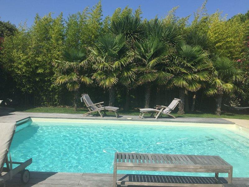 Belle villa avec  piscine chauffée,  centre village et plage à 5 minutes, holiday rental in La Flotte