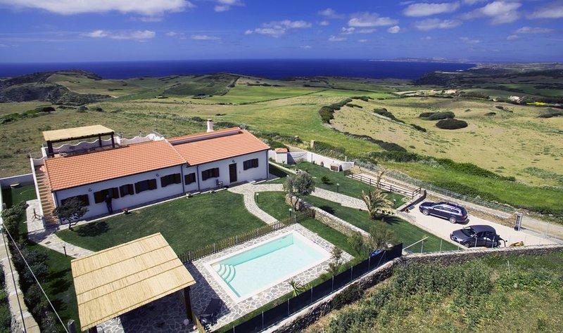 Villa de luxe en Sardaigne avec piscine et vue spéctaculaire sur la mer Stintino, Ferienwohnung in La Pedraia