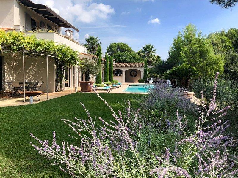 Superbe maison, emplacement idéal cadre de rêve et piscine chauffée, Ferienwohnung in Biot