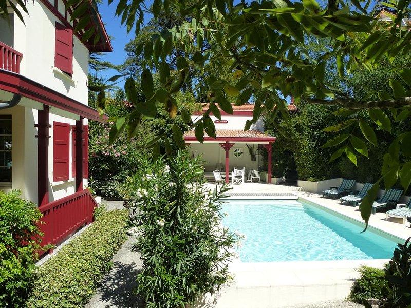 CHARMANTE VILLA FAMILIALE  COEUR ARCACHON. PLAGE A 400 m - CENTRE VILLE 300 m, vacation rental in Arcachon