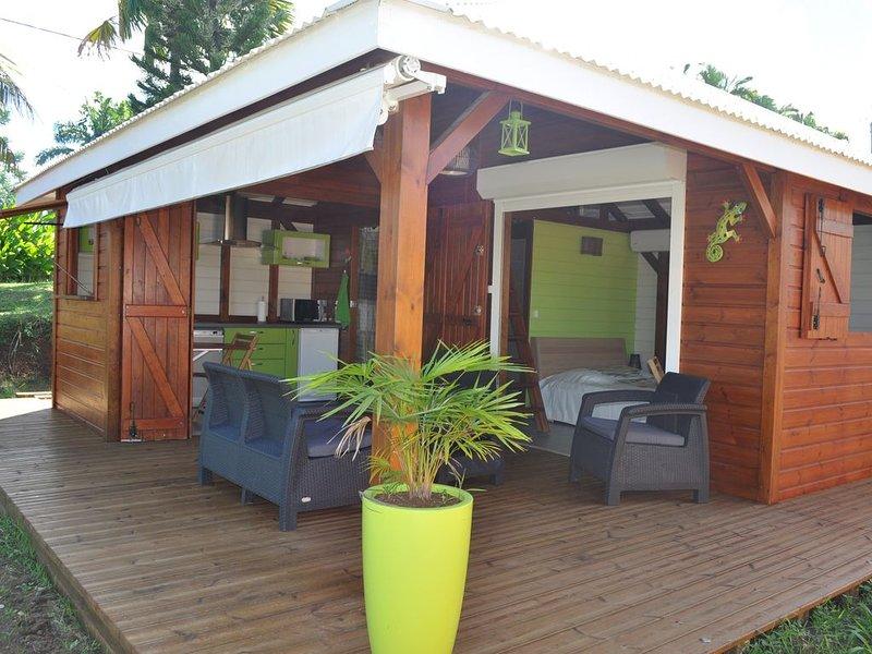 Gîte MATY' Bou - Bungalow de standing avec vue mer, location de vacances à Petit-Bourg