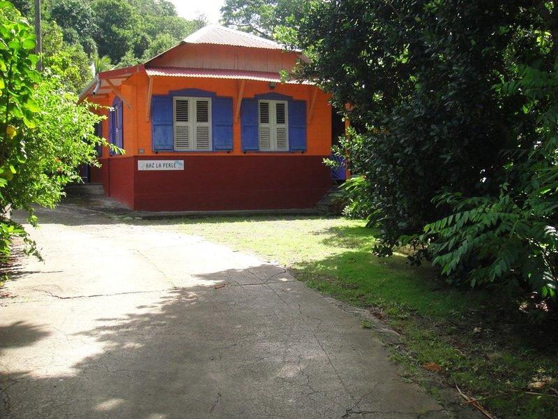 Kaz la perle, à 2 pas de la plage, deshaies, mer des caraïbes, guadeloupe, aluguéis de temporada em Basse-Terre Island
