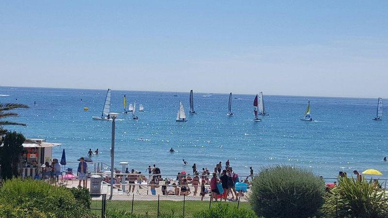 Appartement devant la plage, superbe vue mer et terrasse �️�️�️, vacation rental in Saint-Cyr-sur-Mer