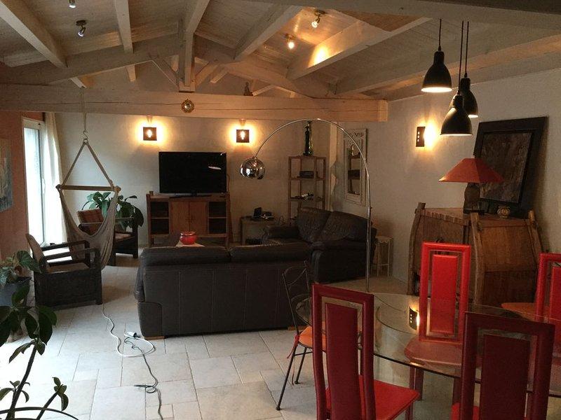 Maison de charme avec jacuzzi sur la côte ouest 200 m de la plage,, holiday rental in Ile d'Oleron