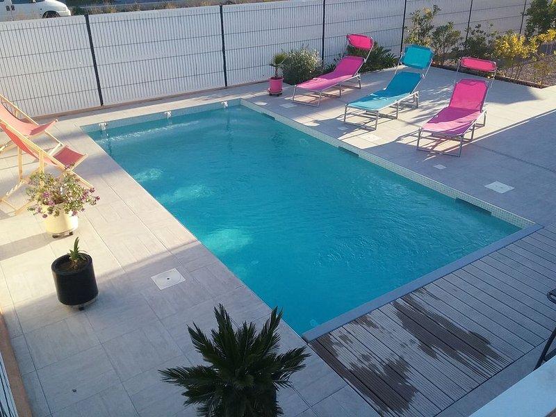 Villa 2 km des plages, climatisation partout piscine privative, holiday rental in Villeneuve