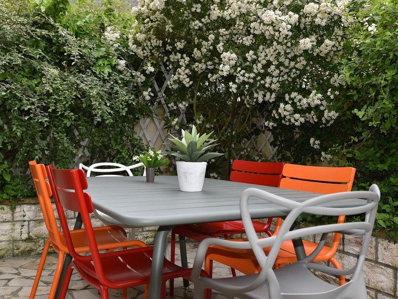 Maison de Charme avec petit jardin, Trouville , 4 chambres , 2 salles de bain, location de vacances à Deauville