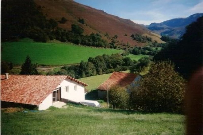 Gîte 150 m2 tt confort, calme, terrasse vue montagne basque, Tarif flex 2 à 10 p, casa vacanza a Saint-Michel