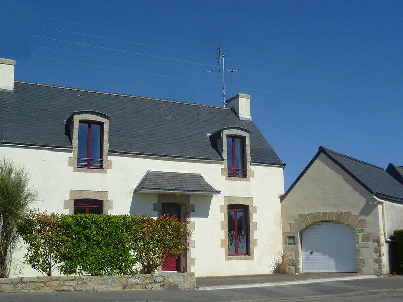 MAISON DE VACANCES *** garage & jardin clos, 2 chambres, 1 S&B, 1 S. d' eau/4 P., vacation rental in Guilvinec