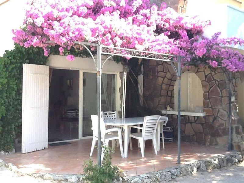 Bel F3 74m2 Bas de Villa 4P au calme.1km mer et commerces.parking privée wifi., vacation rental in Saint-Raphael