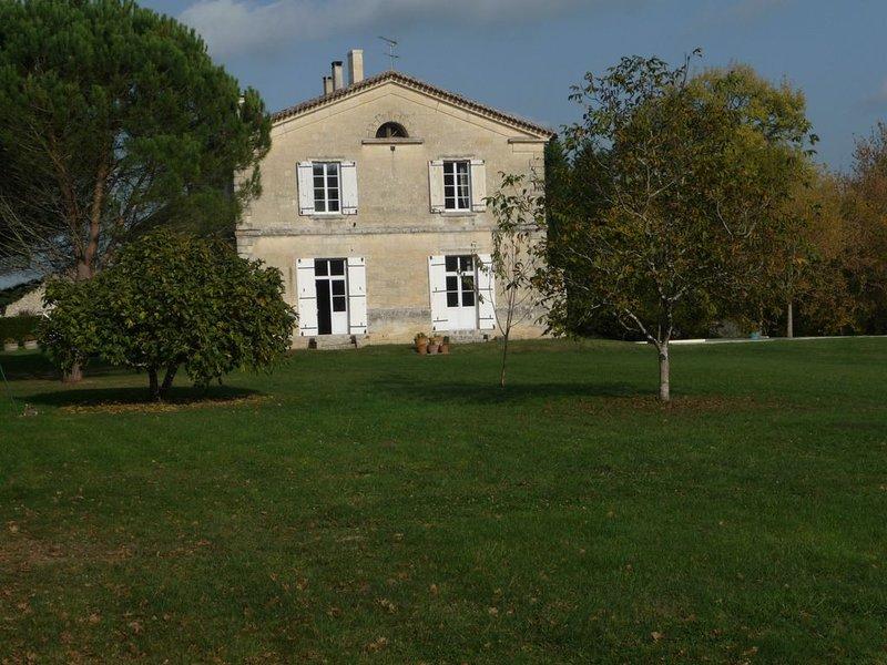 Maison de caractère, Gardegan et Tourtirac, holiday rental in Saint-Cibard