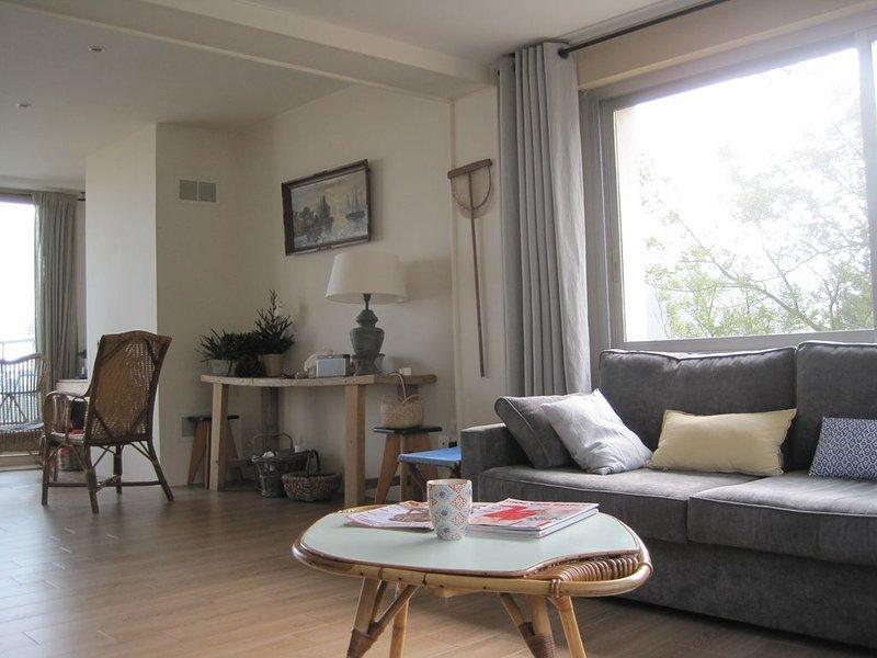 Vue Mer panoramique,  Maison chaleureuse pour 8 pers, près plage, holiday rental in Cotes-d'Armor
