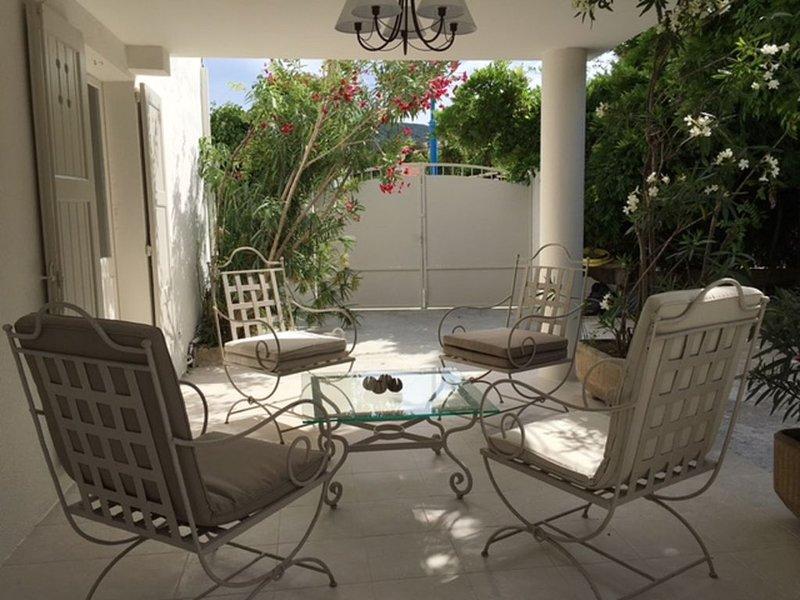 Villa 300 mètres des plages de sable, quartier résidentiel Mandelieu la Napoule, holiday rental in Mandelieu-la-Napoule