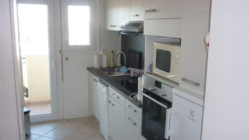 Grand T2 lumineux et climatisé avec grand garage à Fréjus-Plage PROMOTION AOUT, location de vacances à Fréjus