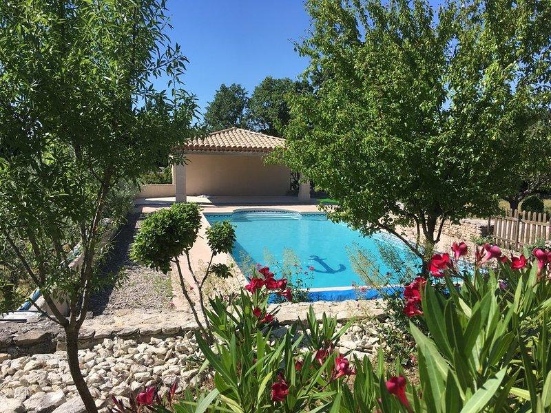 En Provence, entre Ventoux et Luberon, belle villa avec piscine, casa vacanza a Le Beaucet