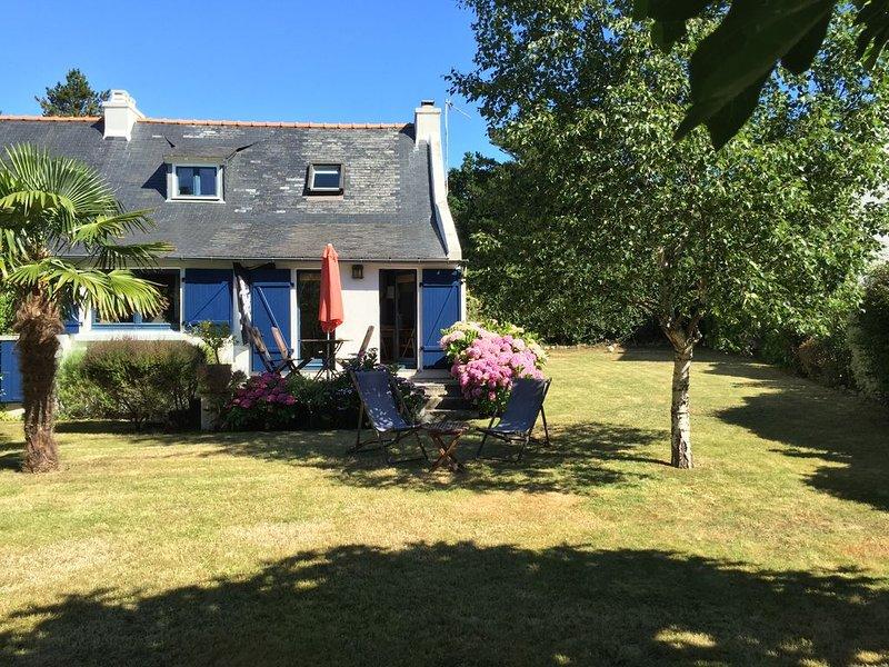 Ancienne maison de pécheur avec joli jardin à 150 m des plages de Concarneau, holiday rental in Concarneau