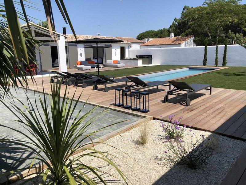 Villa d'architecte, piscine, jardin paysager plage et commerces à pied., holiday rental in Le Bois-Plage-en-Re