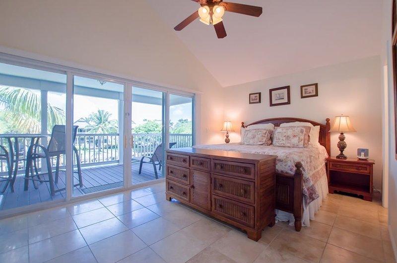 3 Bedroom and 2.5 Bath Villa with 32' Private Dock ~ Village at Hawks Cay Villa, casa vacanza a Conch Key