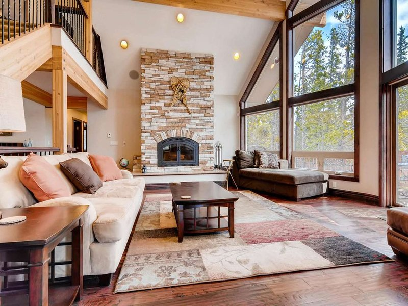 Paradise on 2 acres at National Forest-20 min. to Breck-Dog Friendly-Game Room-H, casa vacanza a Fairplay