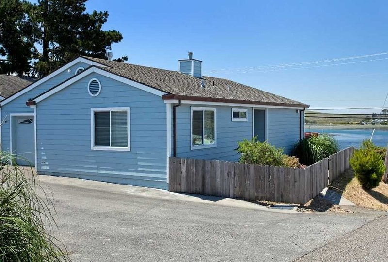 Harbour Scapes is a perfect romantic getaway for two!, alquiler de vacaciones en Bodega Bay