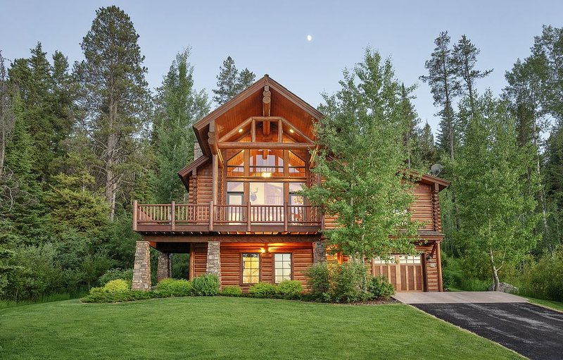 Log Cabin Luxury at Teton Springs.  Sleeps 12!, holiday rental in Swan Valley