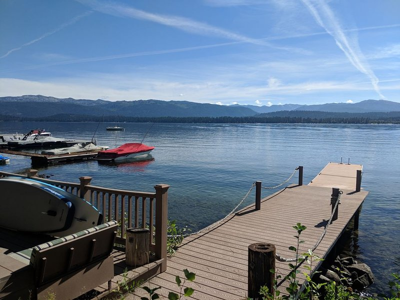 Lakefront cabin with private beach and dock, short drive to town, ski resort!, holiday rental in New Meadows