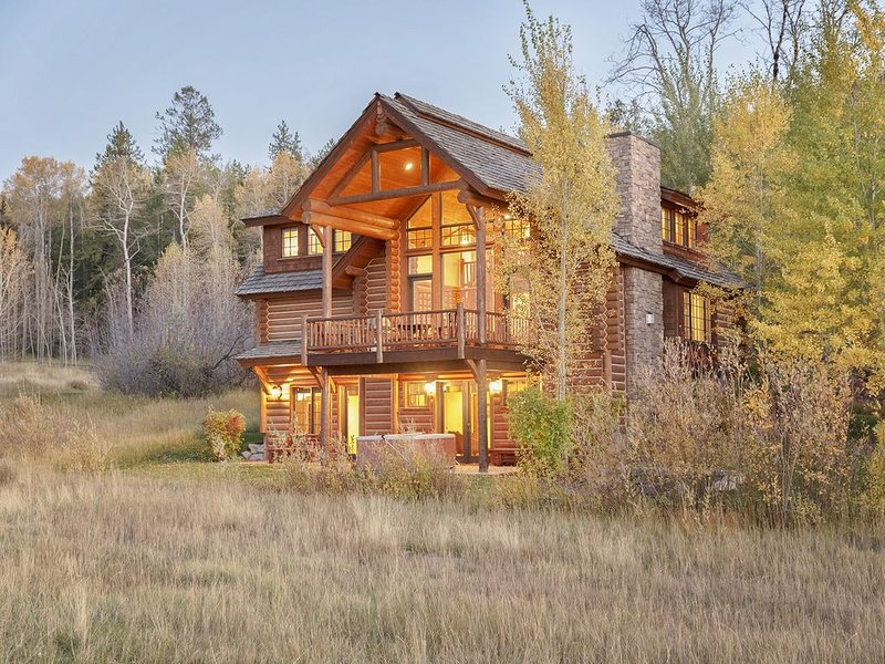 4 Bedroom Luxury Log Cabin at Teton Springs, holiday rental in Swan Valley