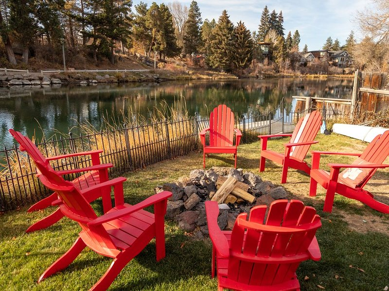 Truly one of the Best Homes on the River! Safe & Open!!!, vacation rental in Bend