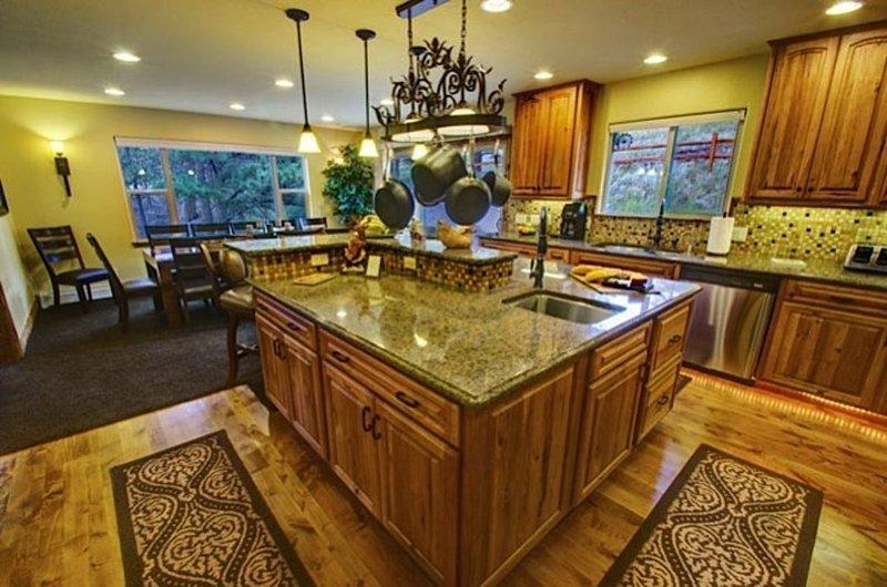 """Private Luxury Rocky Mountain Estate """"The Lodge"""" Phenomenal BIG Mountain Views, location de vacances à Estes Park"""