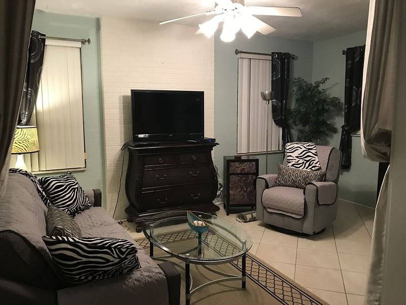 LOWEST RATES! Walk2Beach Duplex:1BD/1BA/LR/FR/Kitchen:WIFI/Cable-UNIT#2 PRICED, holiday rental in Daytona Beach Shores