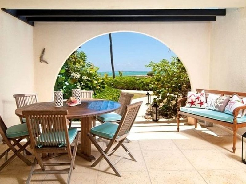 Villa Steps From The Sand, vacation rental in West Bay