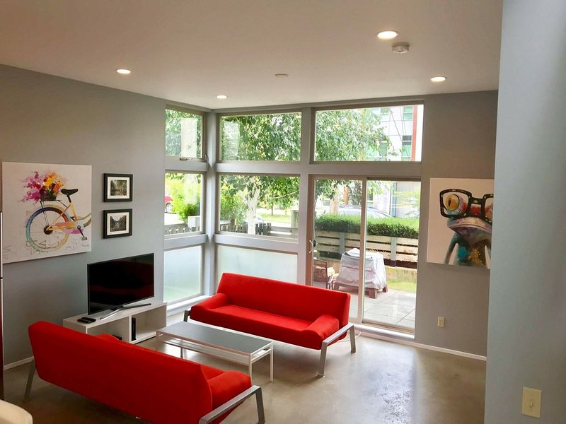 SINGLE-FAMILY MODERN HOME CLOSE TO IT ALL IN THE HEART OF BALLARD, holiday rental in Seattle