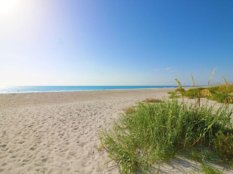 2 BR Condo with Ocean Views & Direct Beach Access, casa vacanza a Cocoa Beach
