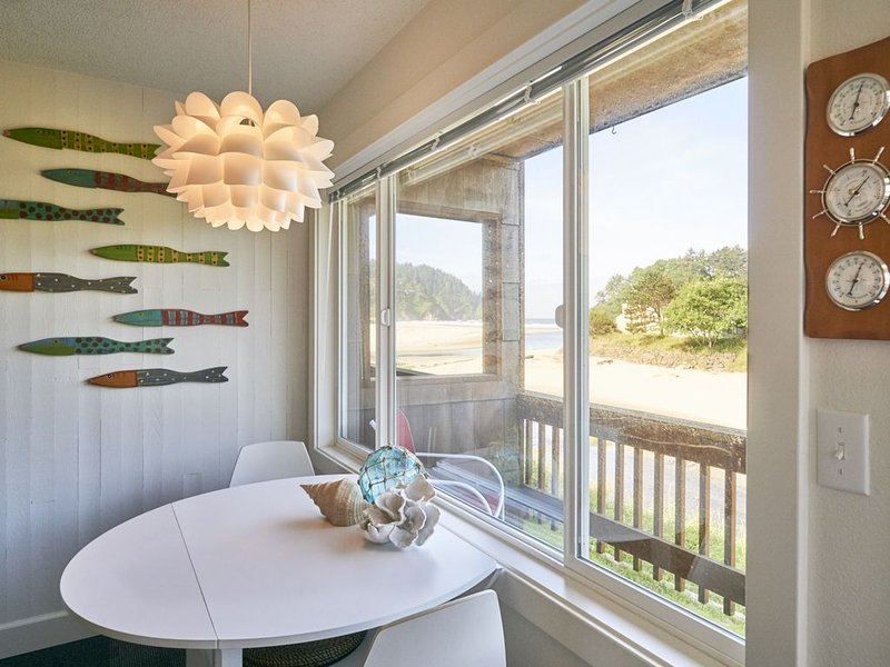 Enjoy a peaceful stay with a view of Proposal Rock on the beautiful Oregon Coast, alquiler de vacaciones en Neskowin