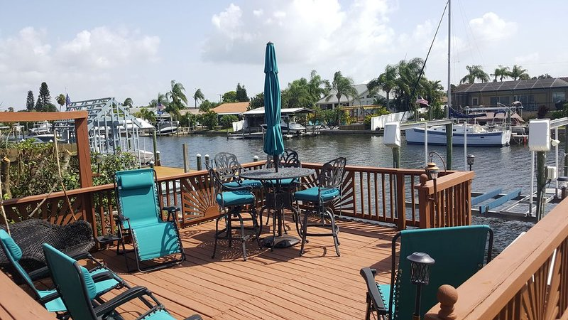 NEW!! The Flamingo - Waterfront Home with heated pool, hot tub and kayaks!, vacation rental in Sun City Center