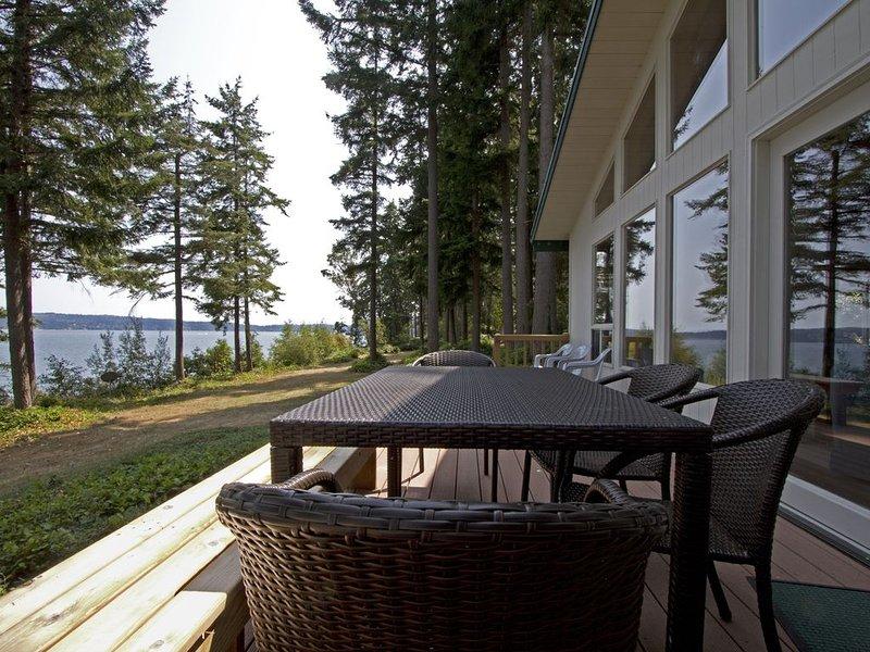 Gorgeous Waterfront Views & Wildlife-Friendly Woods, holiday rental in Greenbank