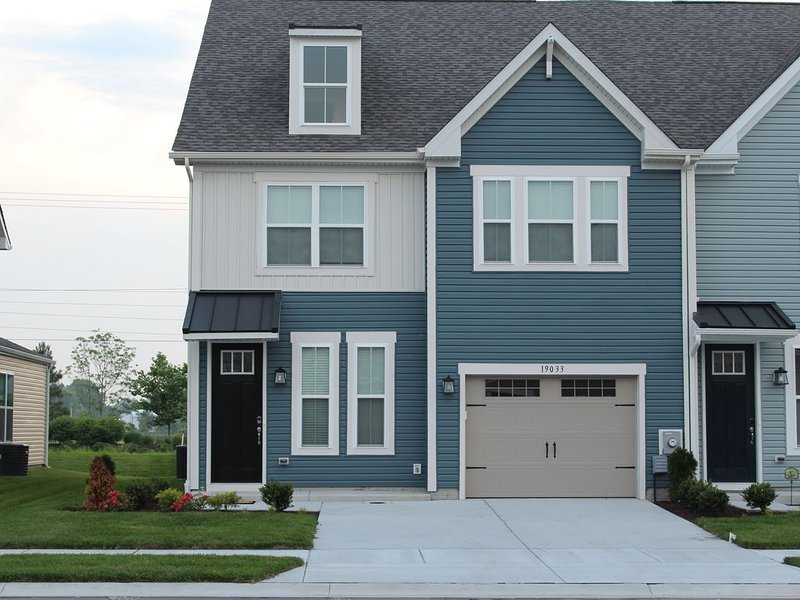 Family Friendly Bethany Beach Townhome: Beach Shuttle, Pools, Fishing Ponds, alquiler vacacional en Frankford