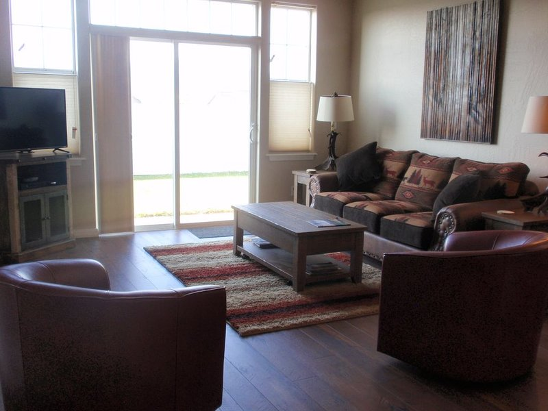 Newly Redecorated Townhome in Convenient Kalispell Location, alquiler de vacaciones en Kila