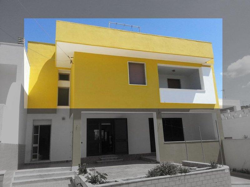 Casa del sole 2 a Torre Pali a 20 mt dalla spiaggia, vacation rental in Torre Pali