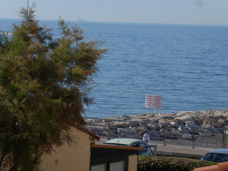 Appartement 90m2, bord de mer et vue sur mer mediterranée, près des commerces., location de vacances à Sausset-les-Pins