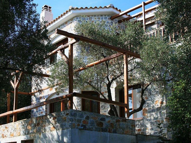 VILLAS ZOE SKIATHOS - STONE VILLA, Luxury Newly Villas, spectacular sea views, location de vacances à Sporades