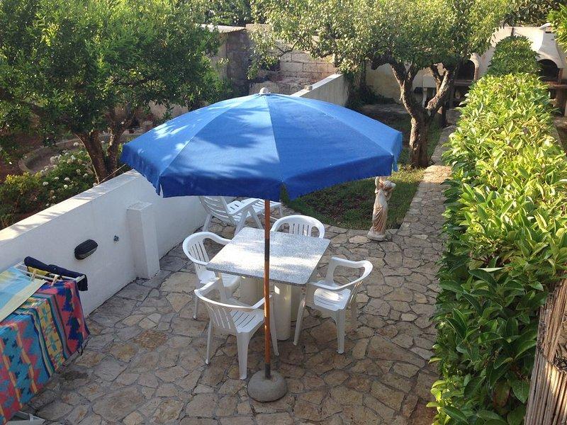 Casa con prato inglese in zona 'Maldive del Salento', vacation rental in Montesardo